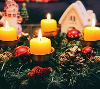 candles-and-christmas-house